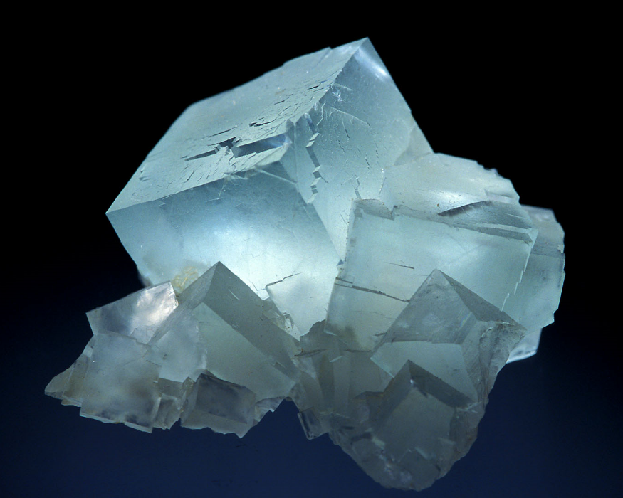 "Example of cube shaped Fluorite    Image reproduced from the 'Mineral Images Gallery' of the Mineralogical Society of Great Britain & Ireland (www.minersoc.org"")"