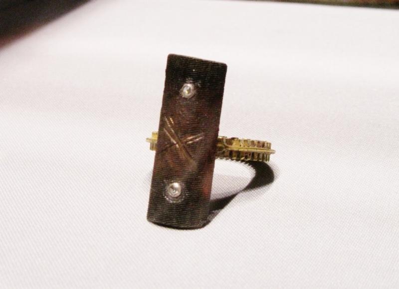 File Ring, 2012, gold, steel, diamond