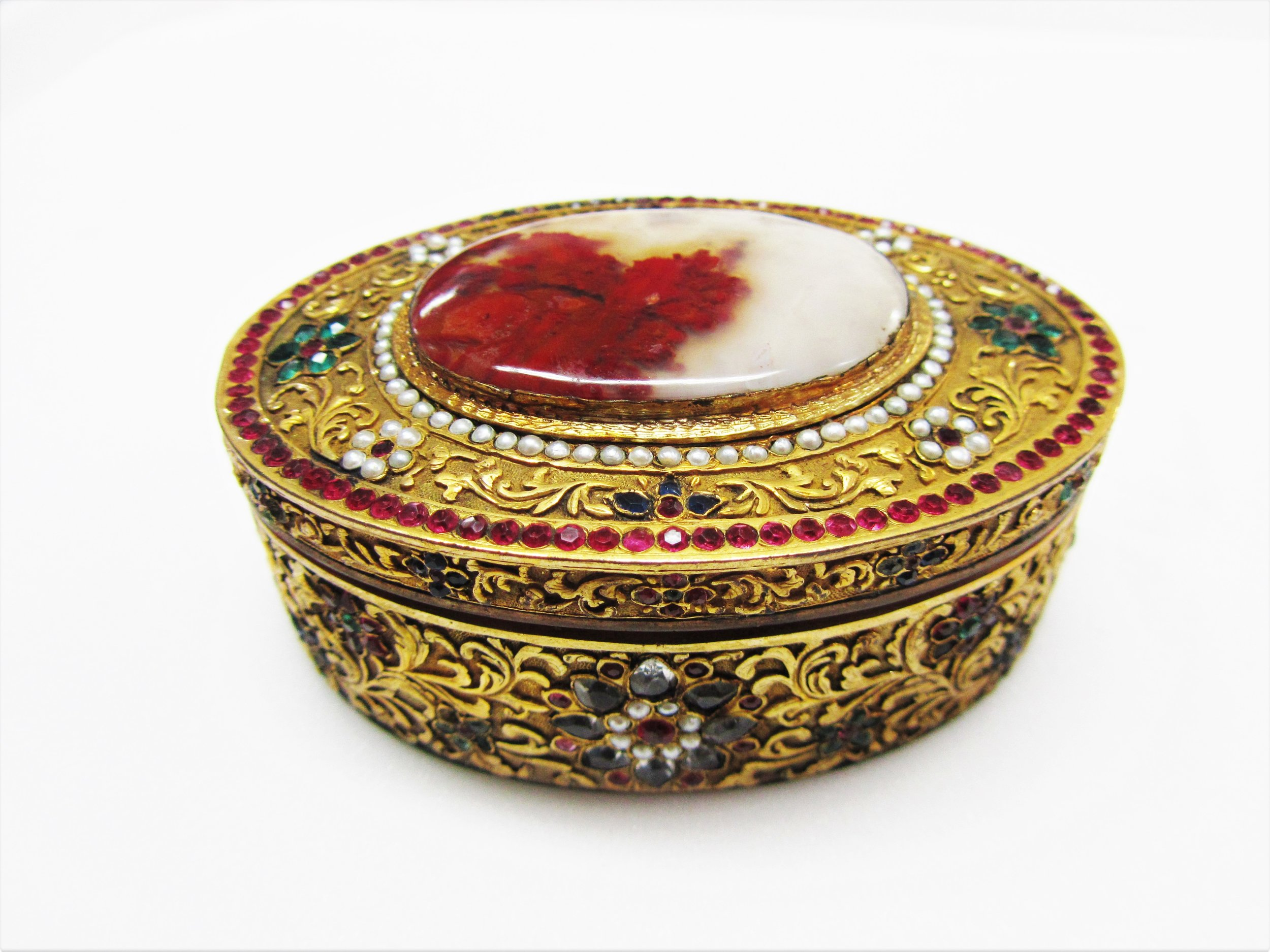 jade mellor goldsmiths centre museum of london drawing snuff trinket box agate.JPG