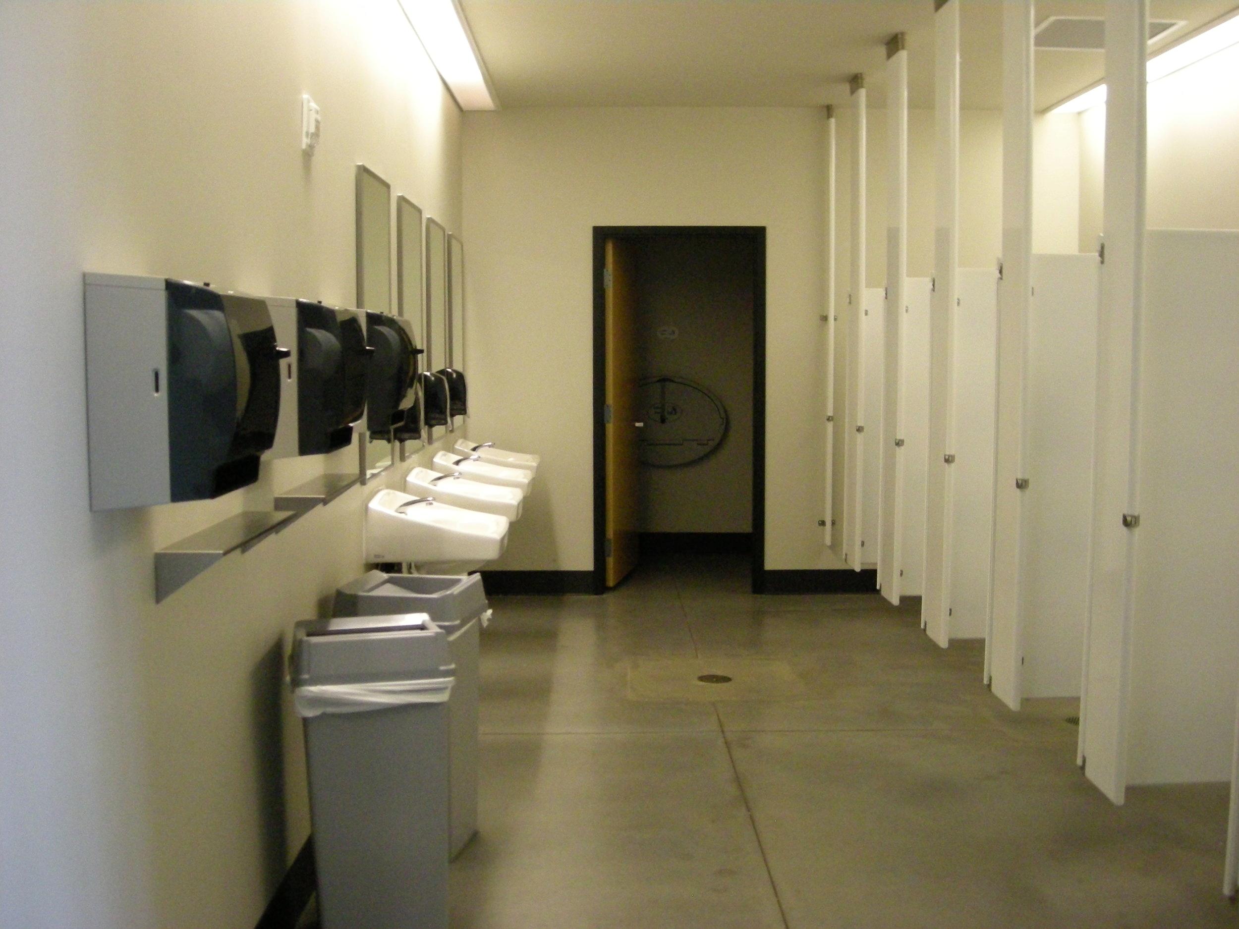 4-H 20080819-ladies room 1st floor 002.jpg