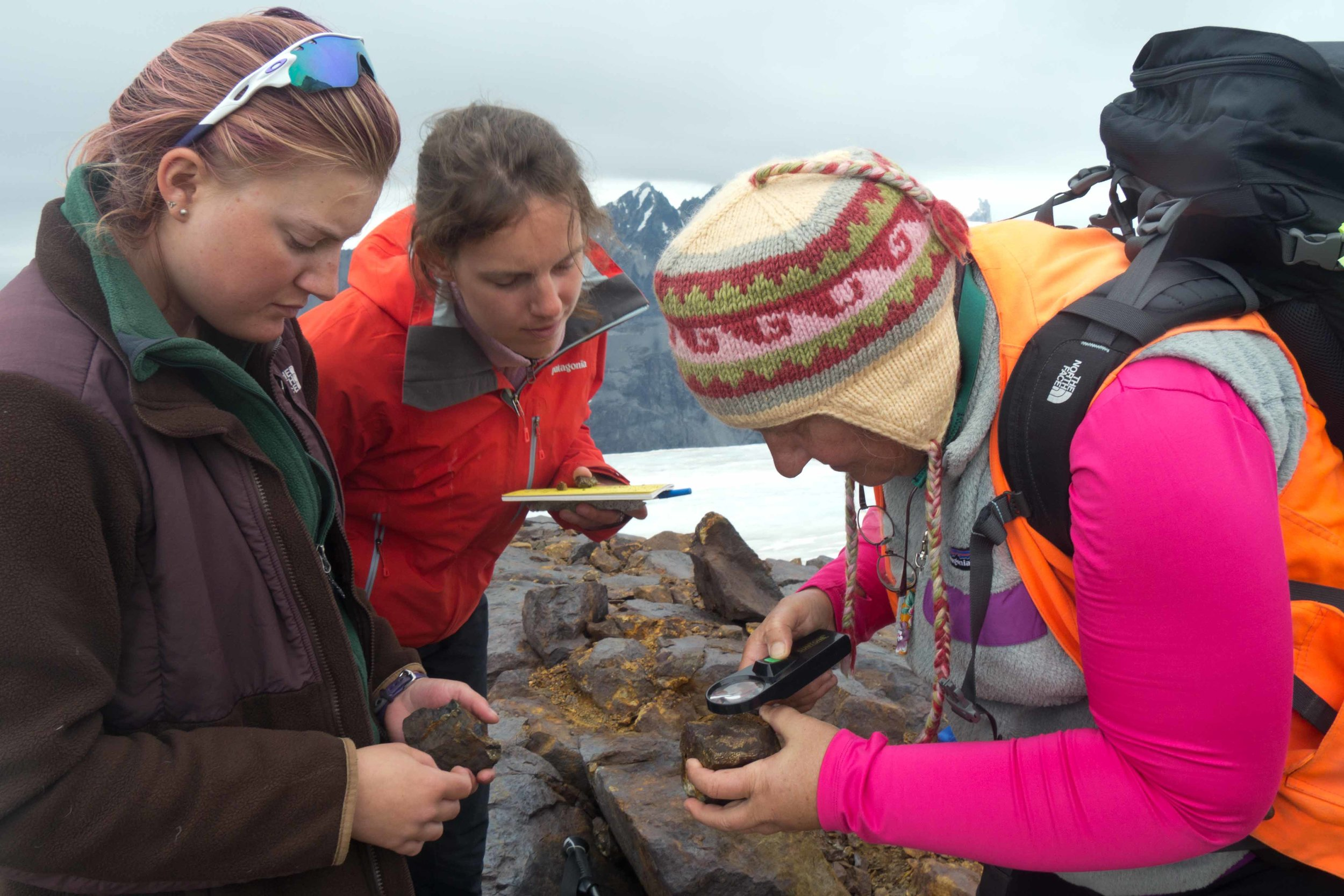 Dr. Cathy Connor leads a geology field outing on the Camp 18 nunatak. JIRP 2015. Photo: M. Beedle.