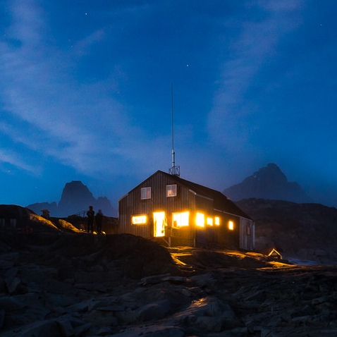 Camp 18 Cookshack at night. PC: Daniel Otto.