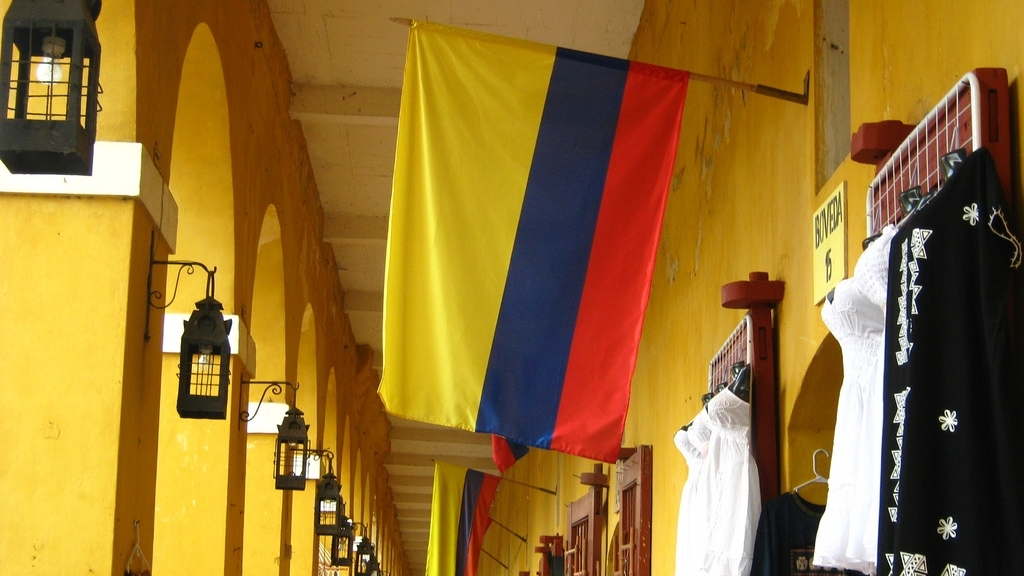Flags_of_Colombia_in_Cartagena-1.jpg