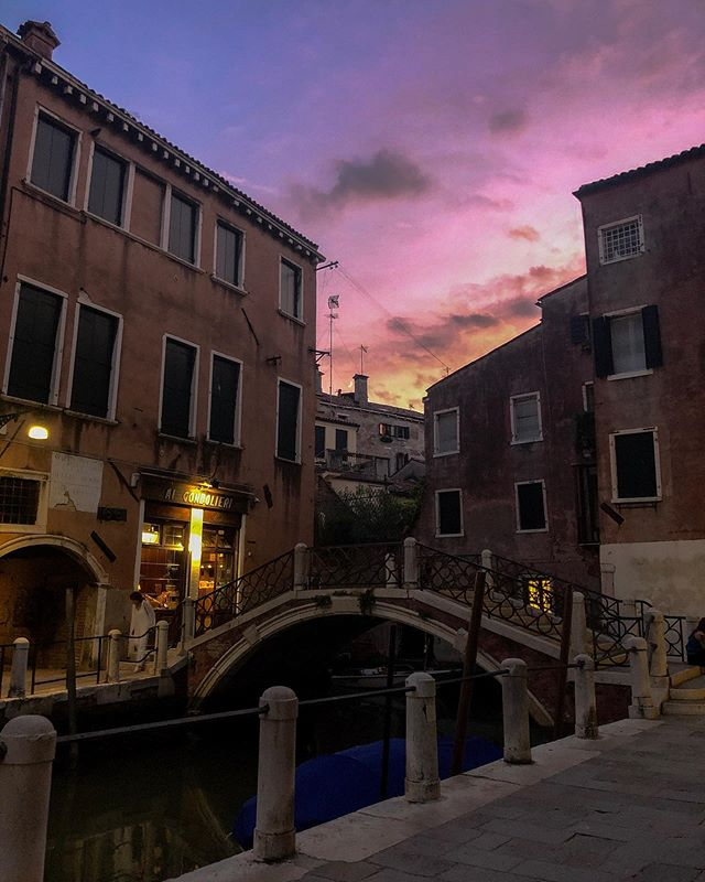 Just after sunset in a back canal in Venice, near Ponte del Formager. . . . . #iphonephotography #venice #italy #iphonexphotography #iphonephoto #travelphotography