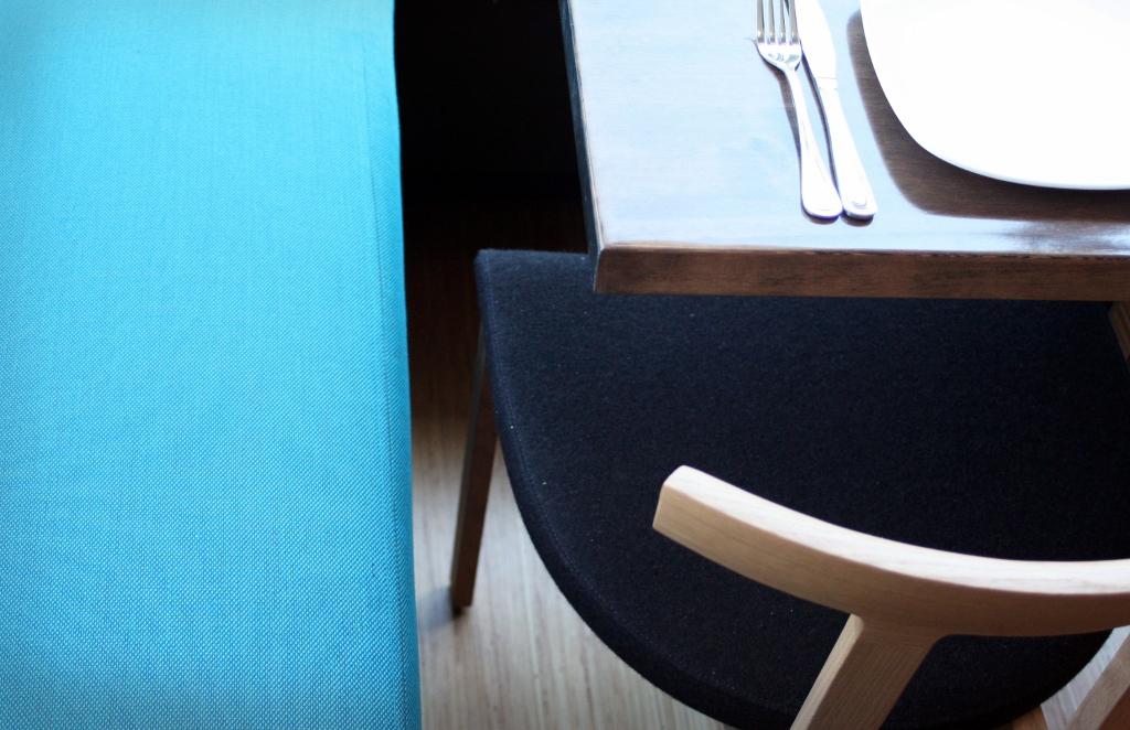Modern-oak-chairs-aqua-banquette.jpg