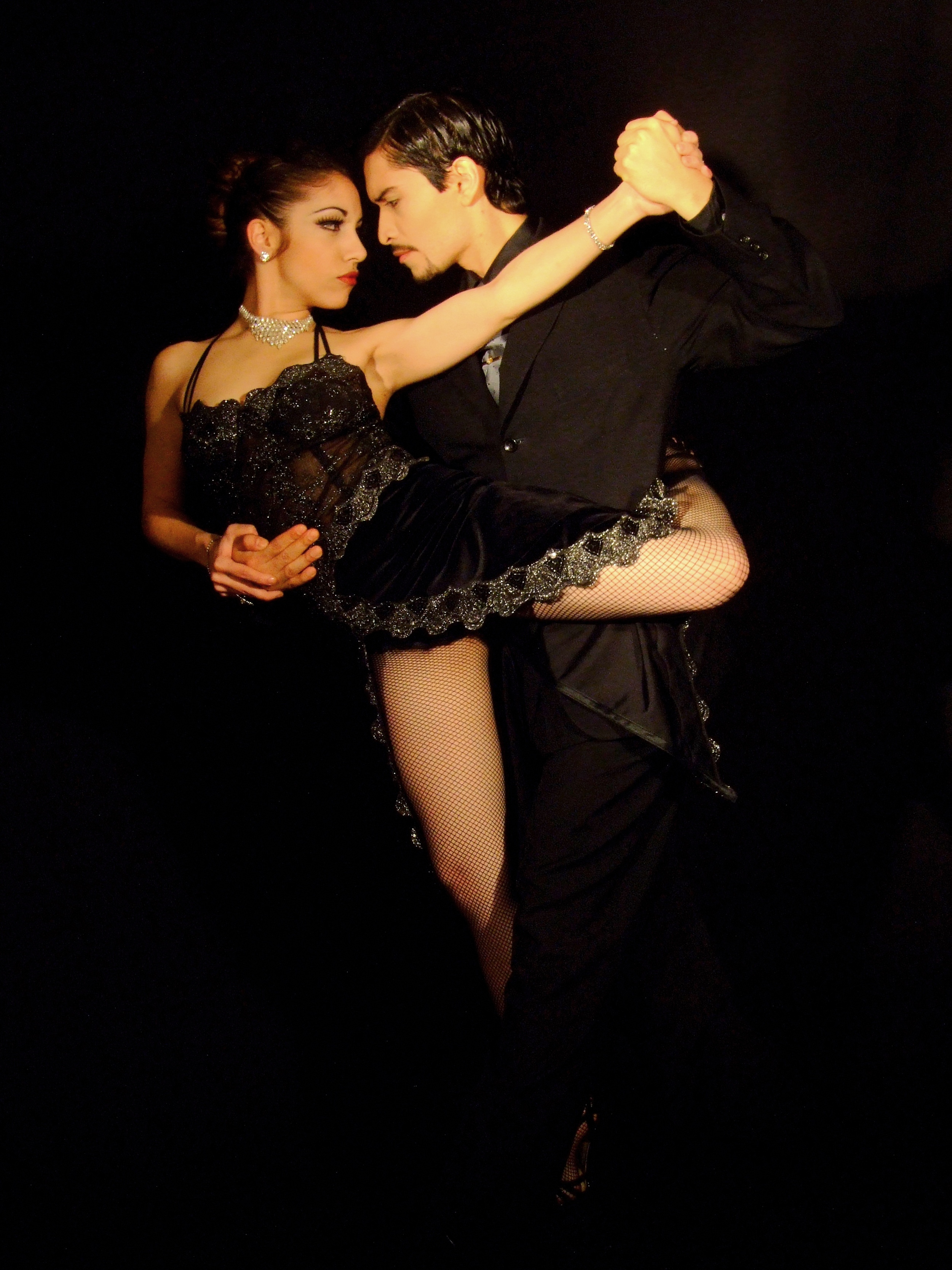 By carlos luque (originally posted to Arte & Fotografía as TANGO) [CC-BY-2.5 (http://creativecommons.org/licenses/by/2.5)], via Wikimedia Commons