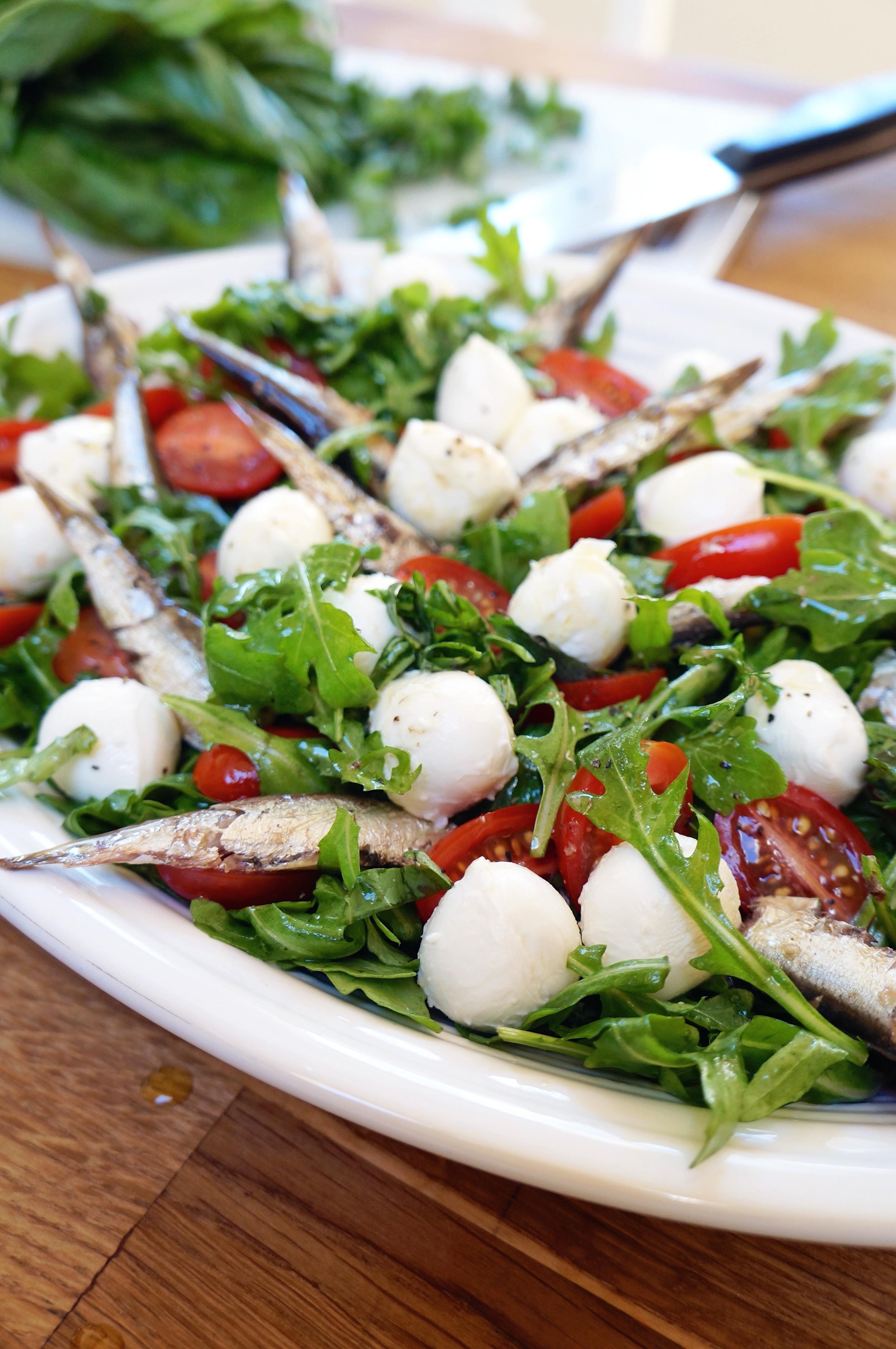 a festive arugula salad via sarahdigrazia.com