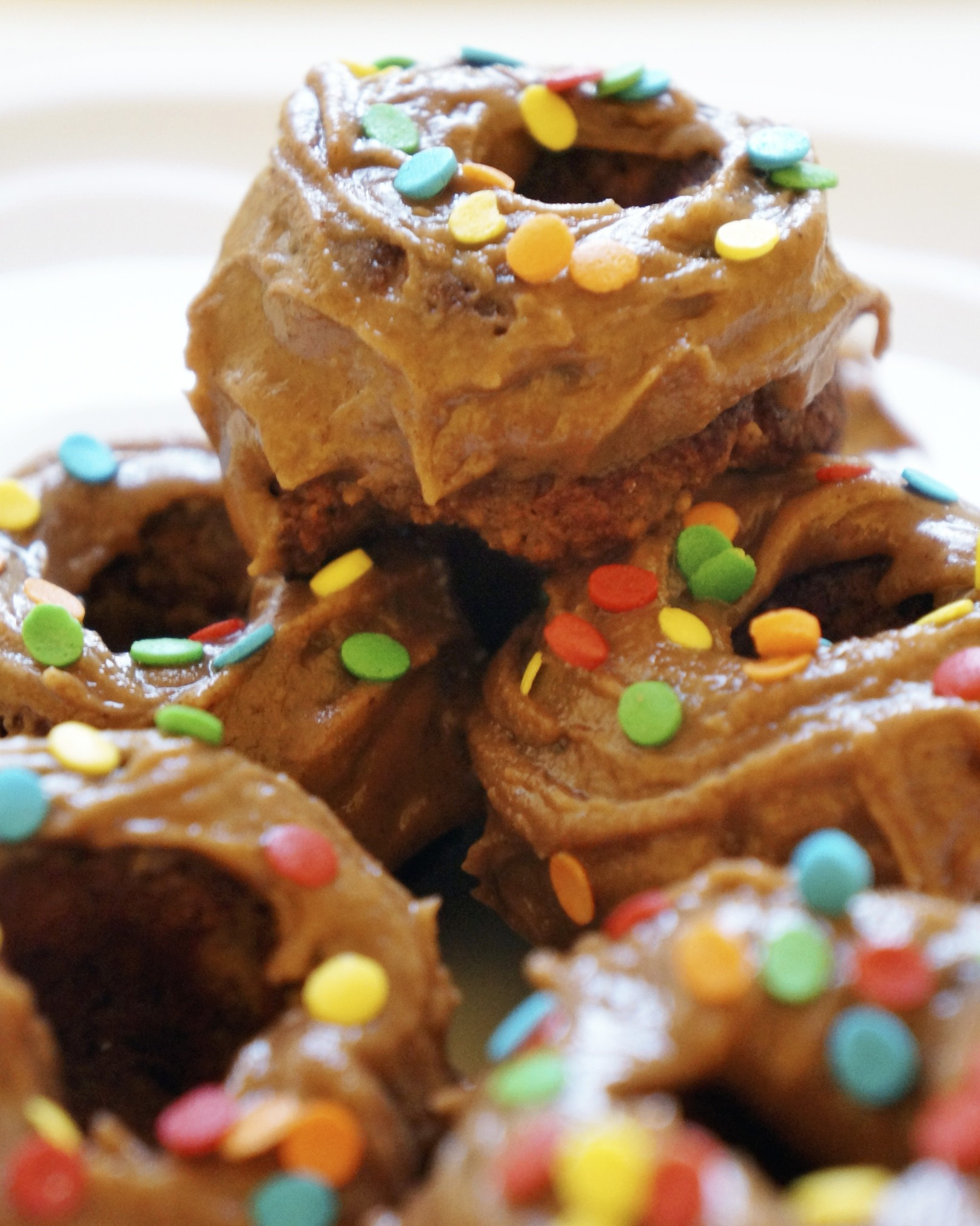maple cinnamon doughnuts (vegan and gluten free) via sarahdigrazia.com