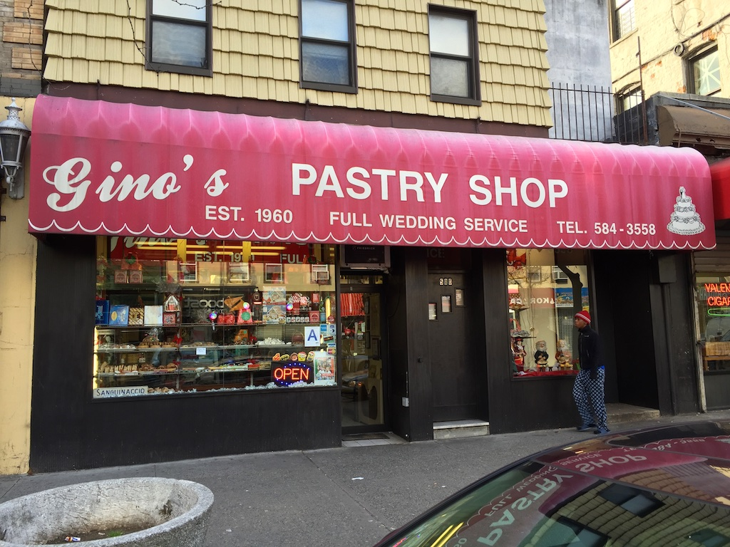 Gino's Pastry Shop om 187th St. in the Bronx's Little Italy.