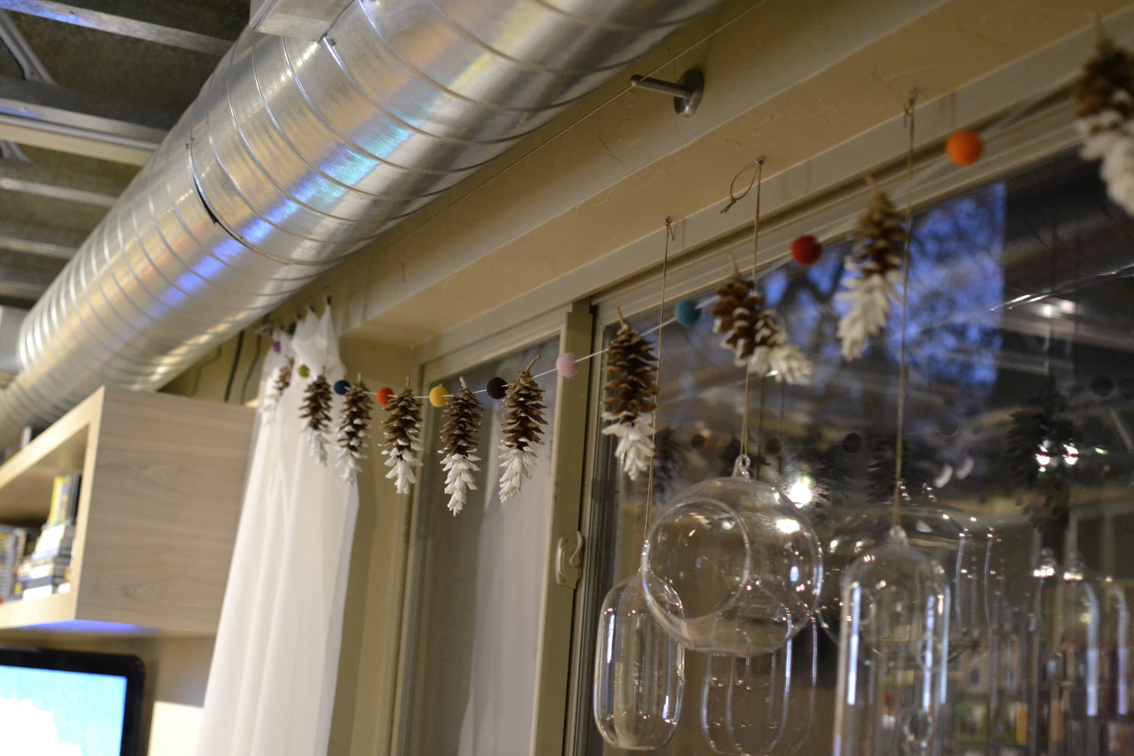 after you have reached your desired length, tie a loop at each end of the garland and hang! this does get a little heavy so be sure to fasten it securely to the wall. so much fun!