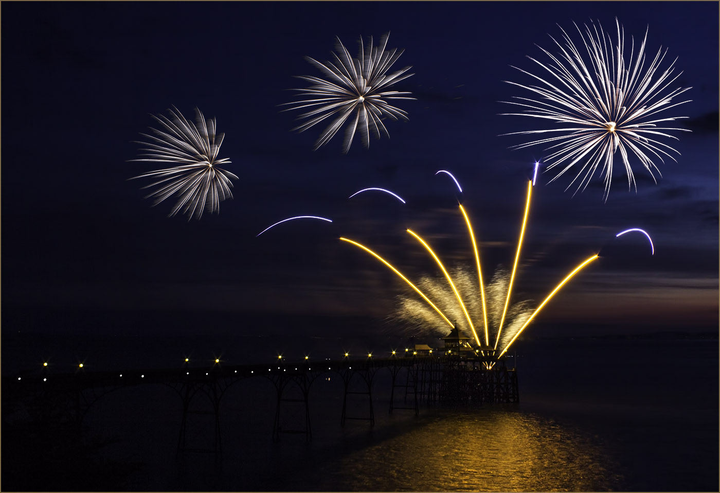 1_Clevedon Fireworks_Ian Johnston.jpg