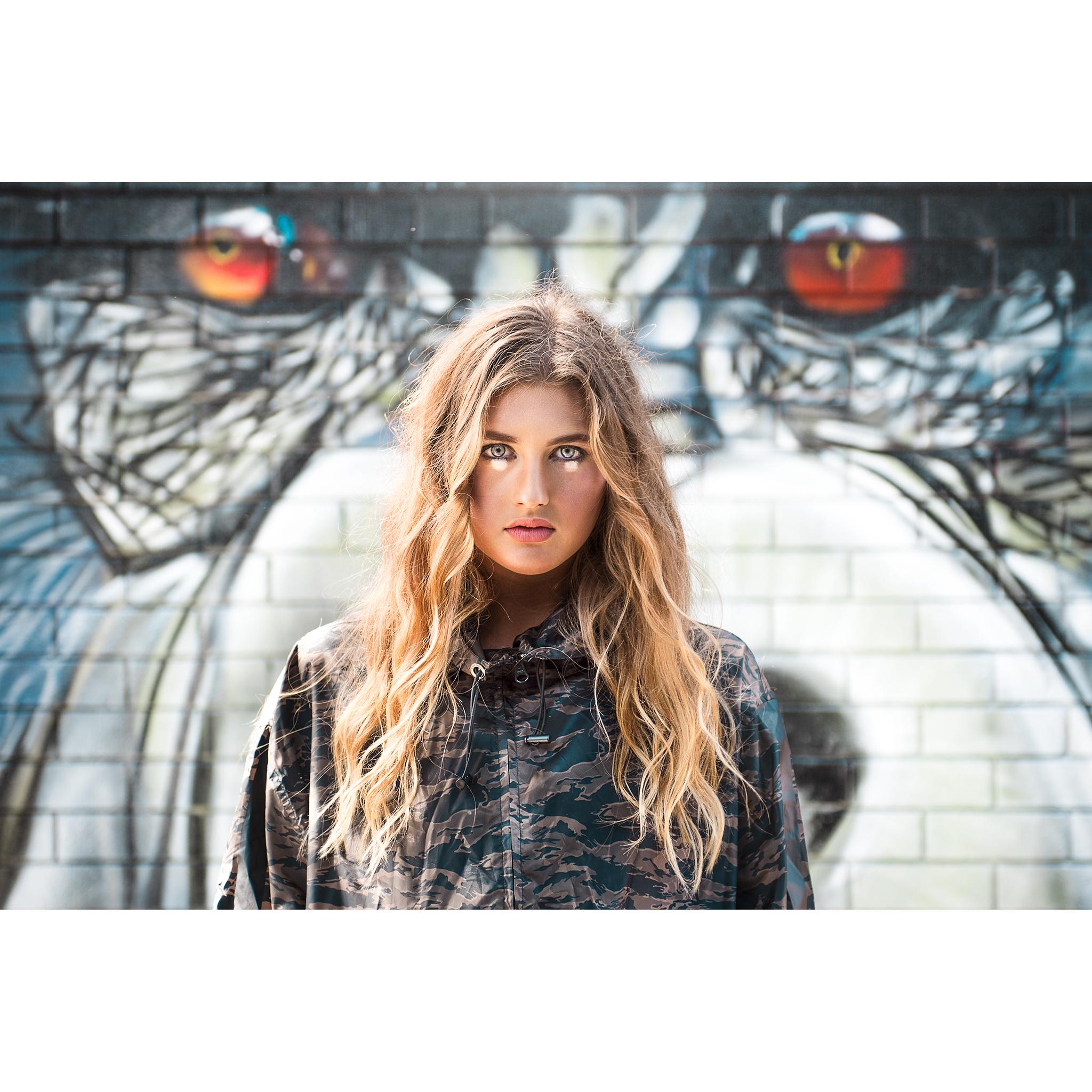Hannah-Grierson-w-Gorilla.jpg