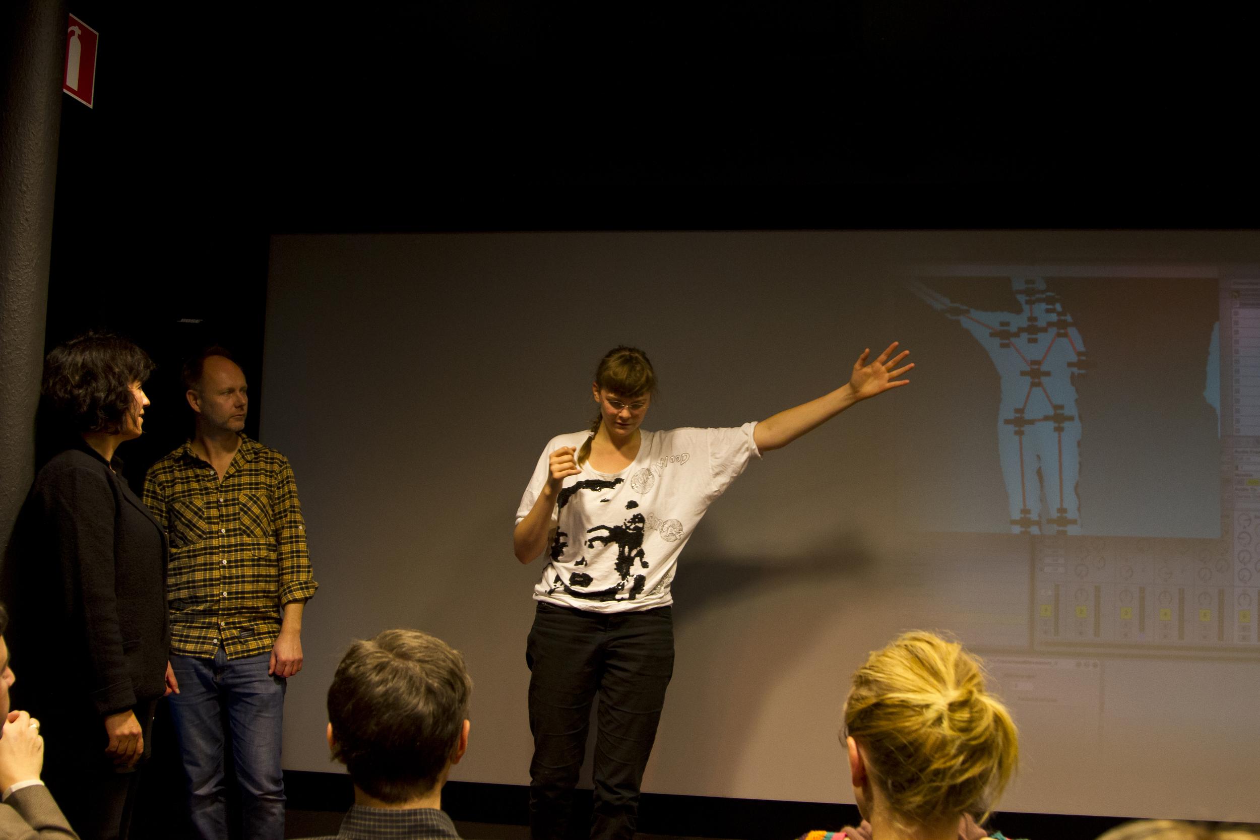 Besökande på Visualiseringscenter C i Norrköping