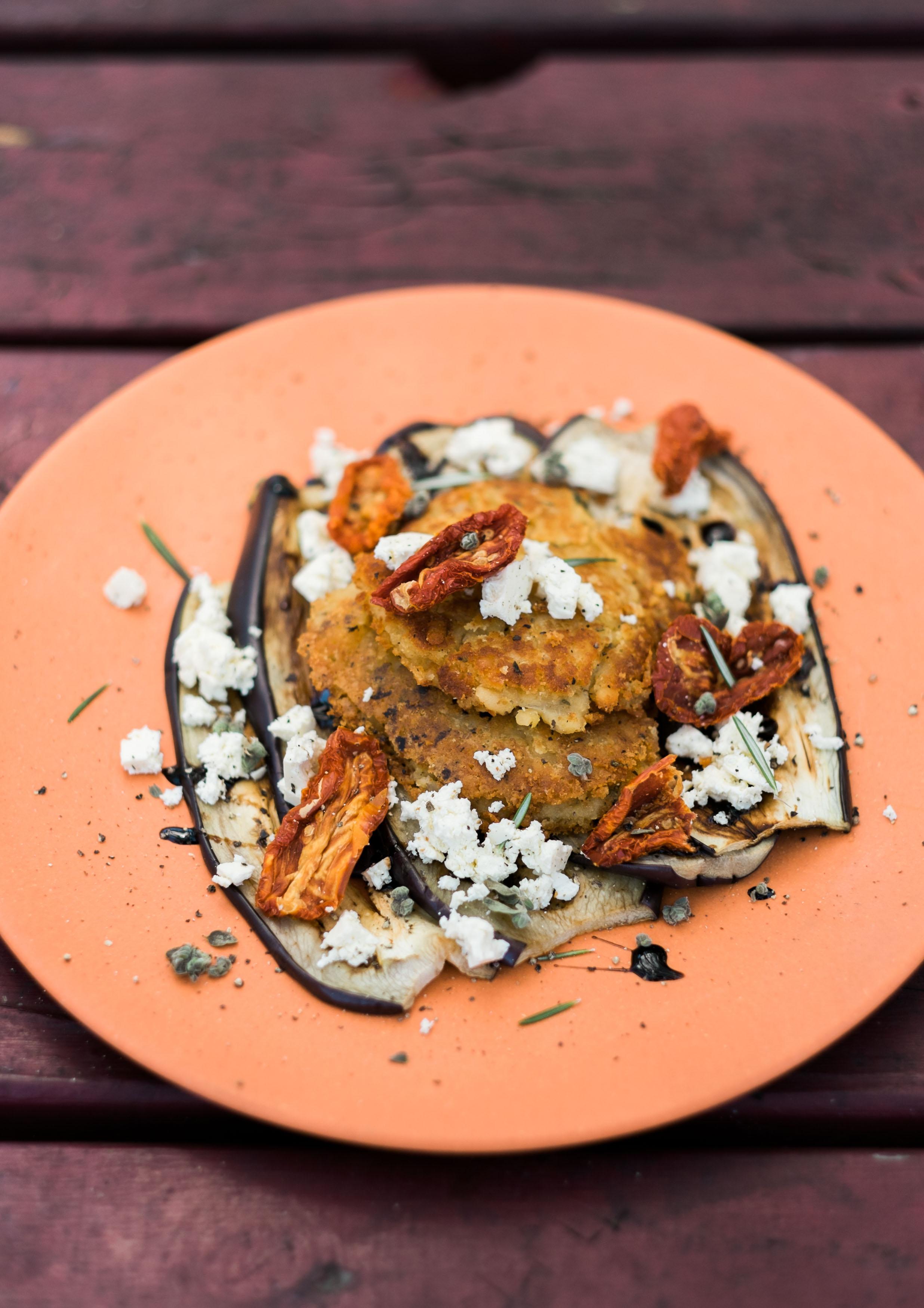 Linsenpuffer mit Auberginen und Feta-Käse2.jpg