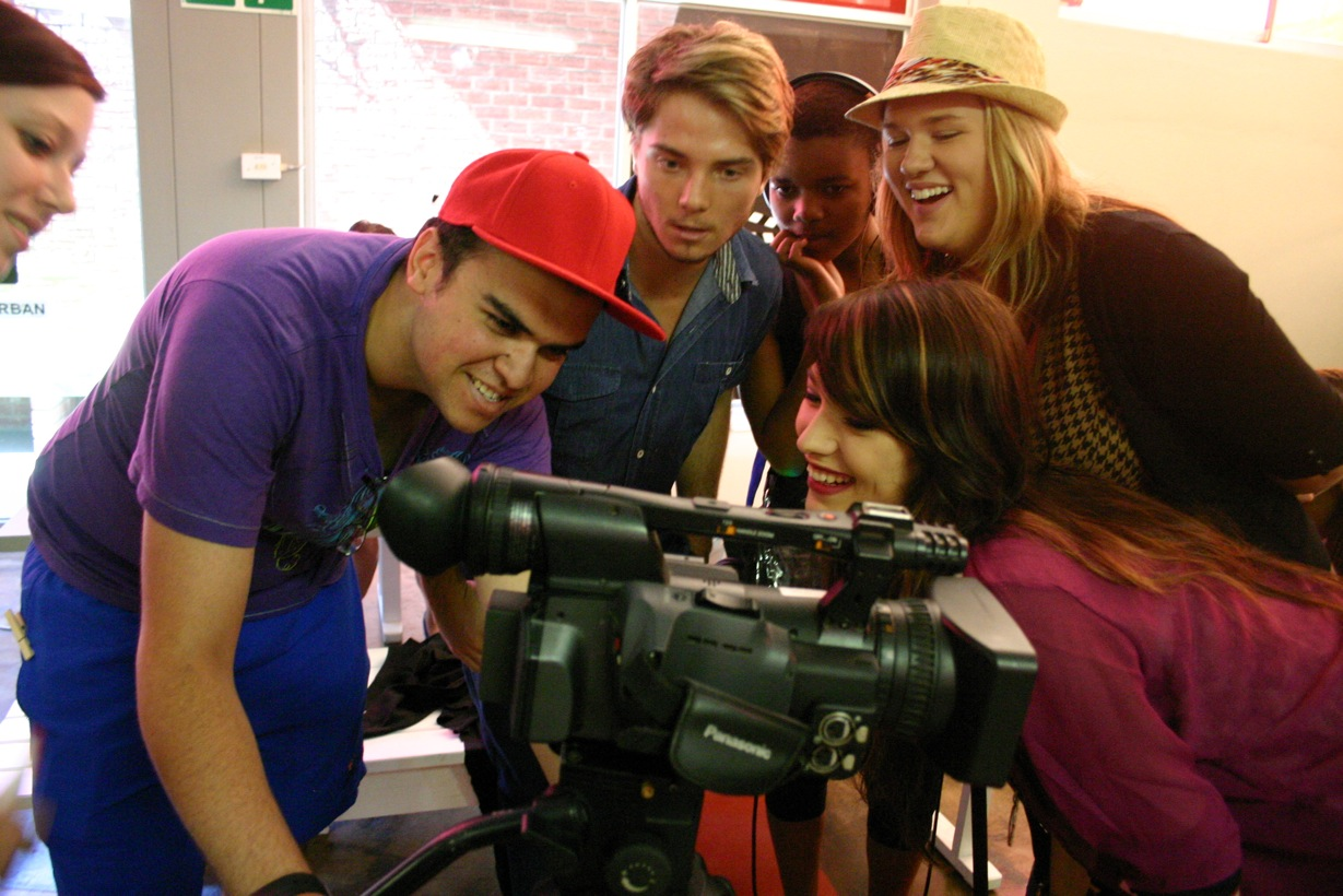 First Years Hannah Sieweke, Kevin van Whye, Trent Moffett, Lindokuhle Khuzwayo, Lauren Flockhart and Michaela Carter on set of their first term production 'Tepid'.jpeg