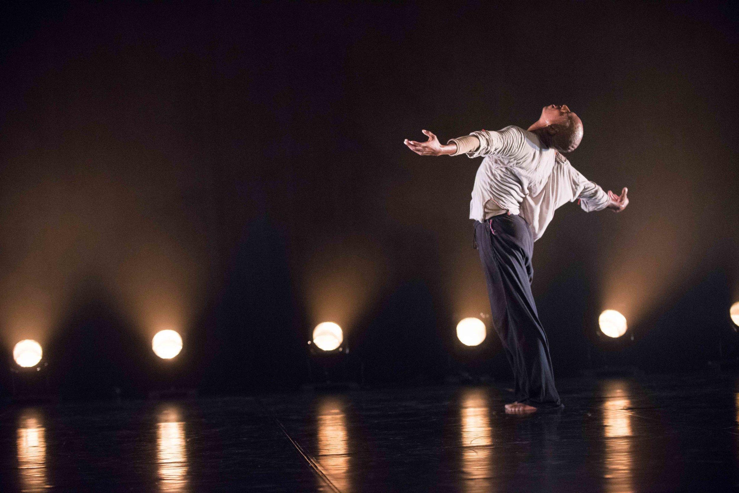 04 Vincent Mantsoe in KonKoriti at JOMBA! Contemporary Dance Experience Photo by Val Adamson 2016_DSC2337a.jpg