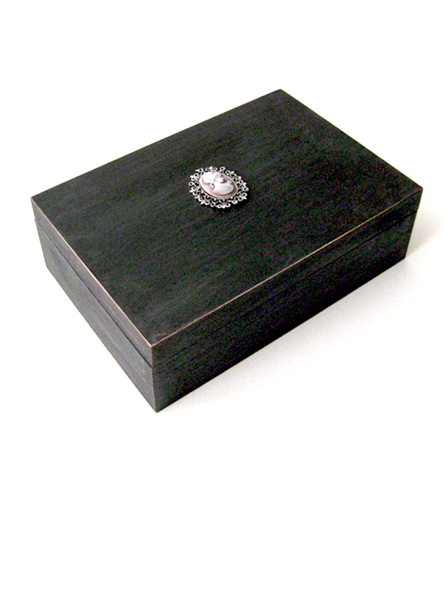 Painted box with faux Victorian cameo