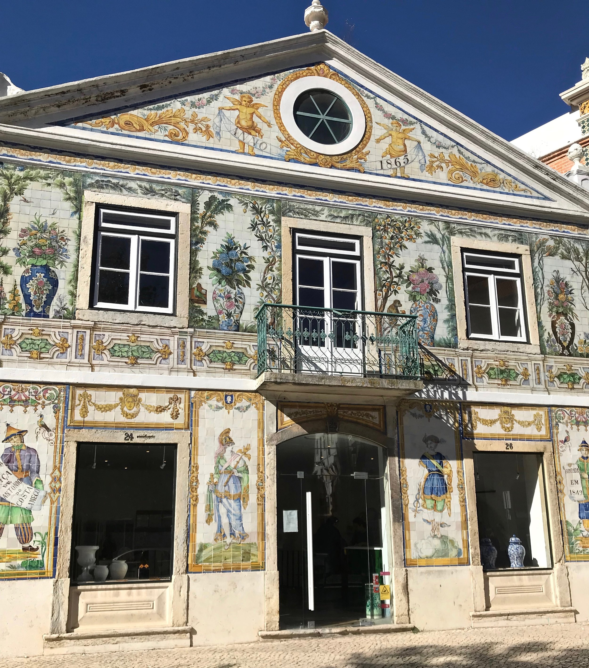 why re the buildings in Portugal covered in tile?