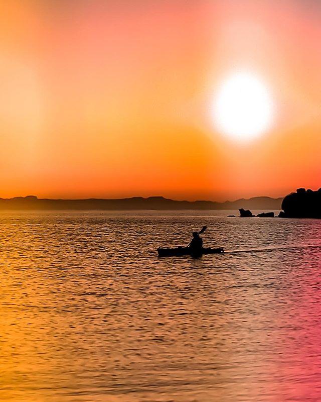 Sea Kayaking off Isla Espíritu Santo, Baja California Sur! #islaespiritusanto #bajacaliforniasur #mexico #seakayaking #MARTYhiester