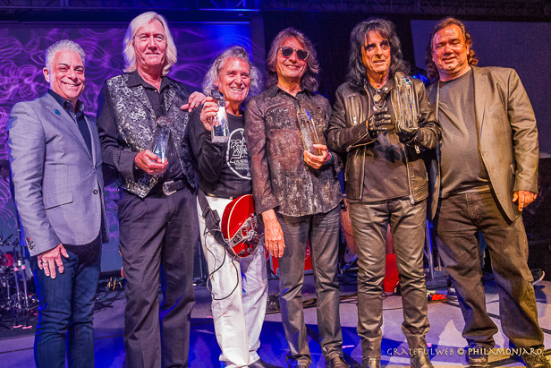 alice-cooper-music-biz-award-philamonjaro