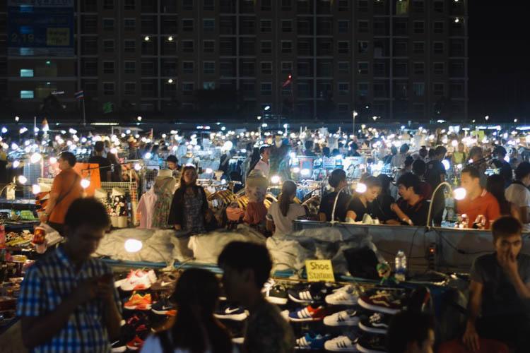 Liab Duan Night Market