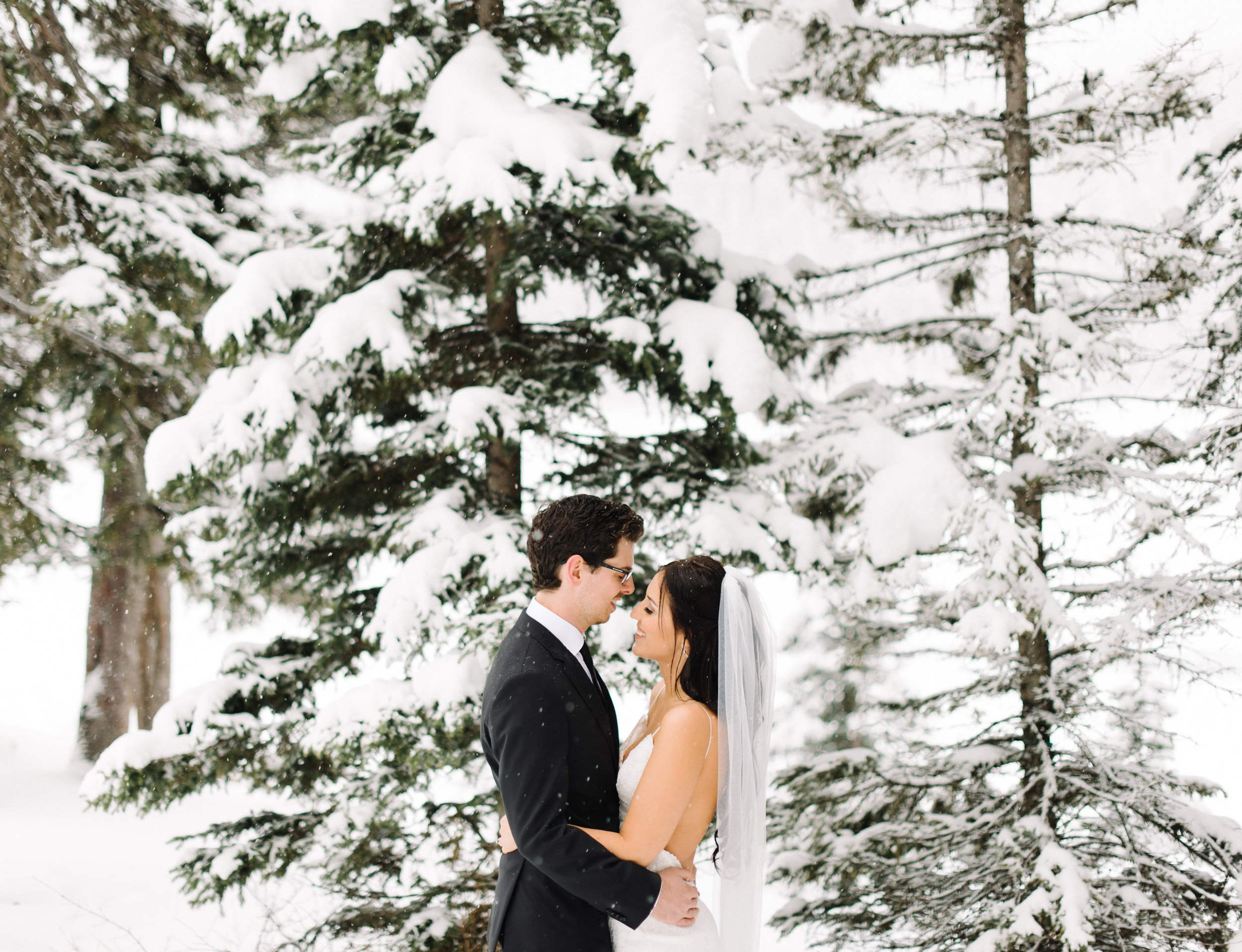 026-lake_louise_elopement.jpg
