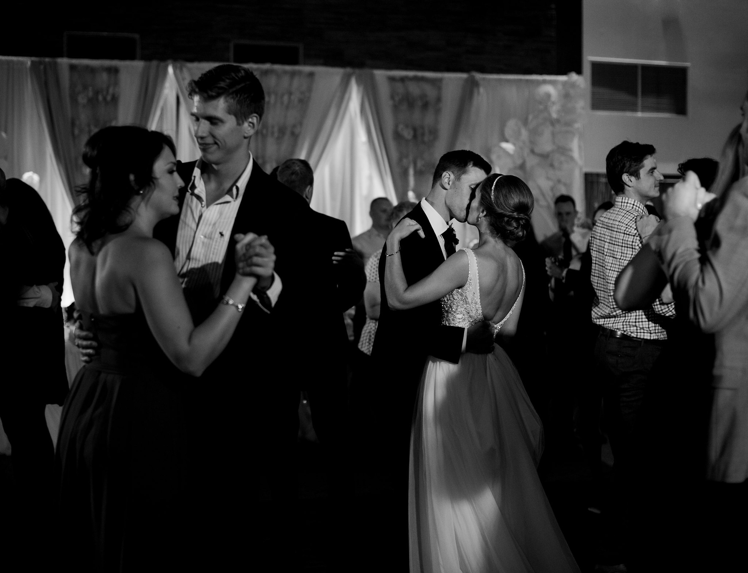 059-calgary_wedding_photographers.jpg
