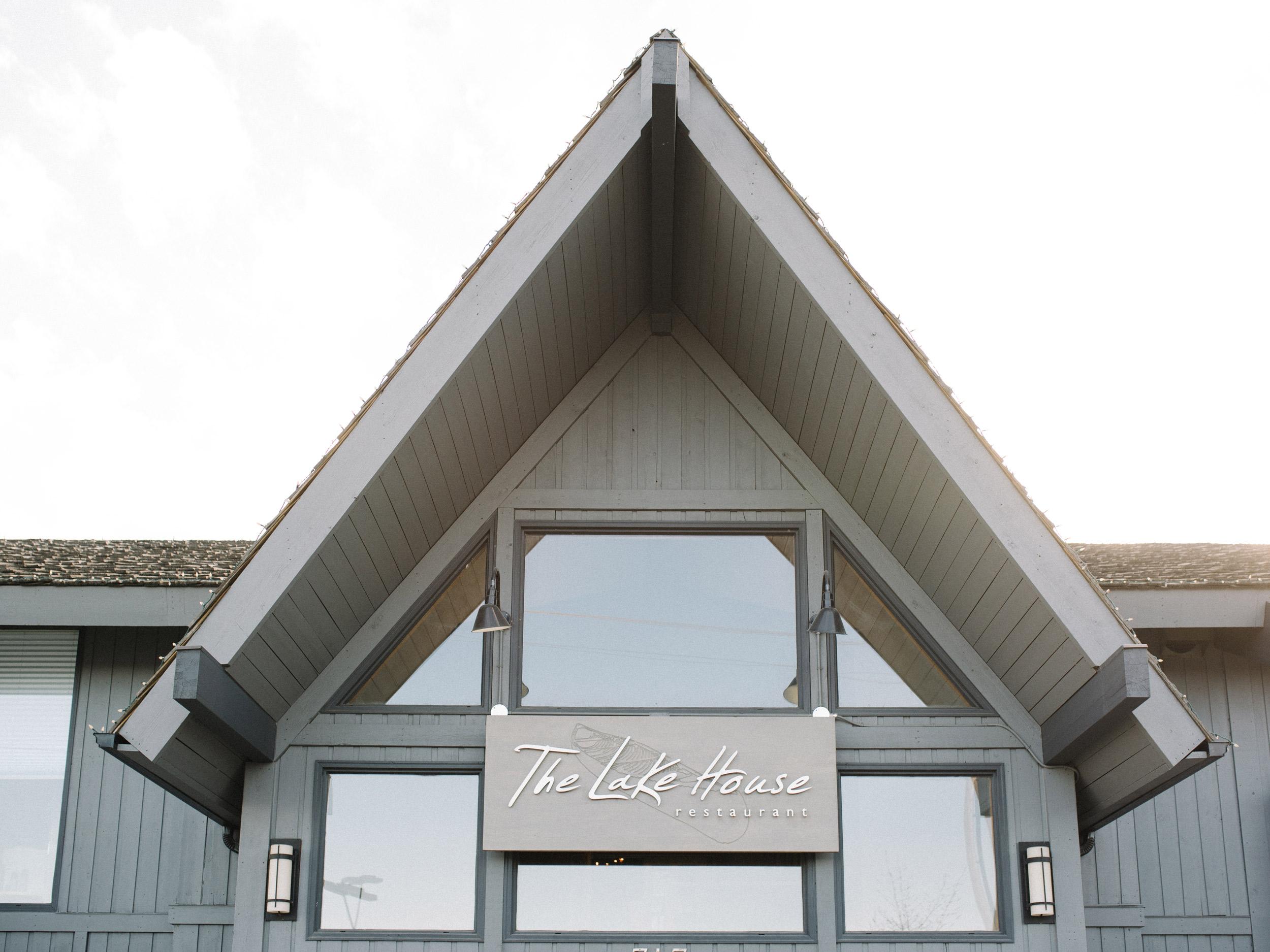 052-The_Lake_House_Calgary_Wedding.jpg