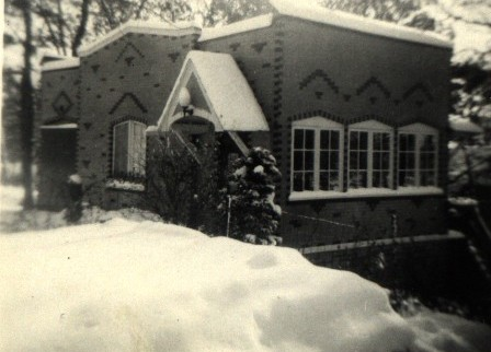 Cottage on the southwest corner of Wisconsin & Evergreen, photo from 1943
