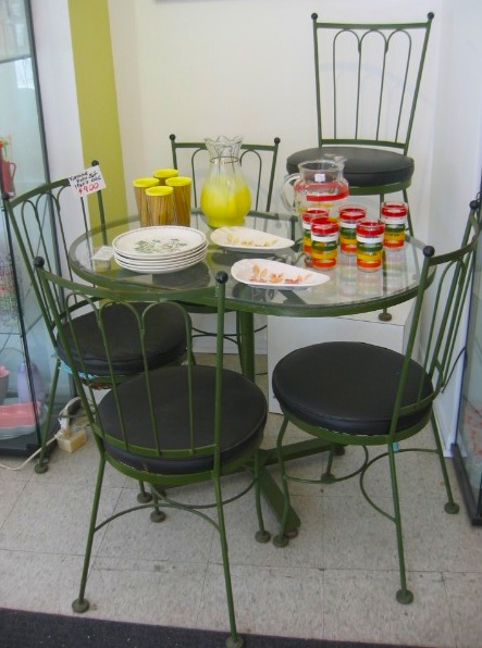 green patio set.JPG