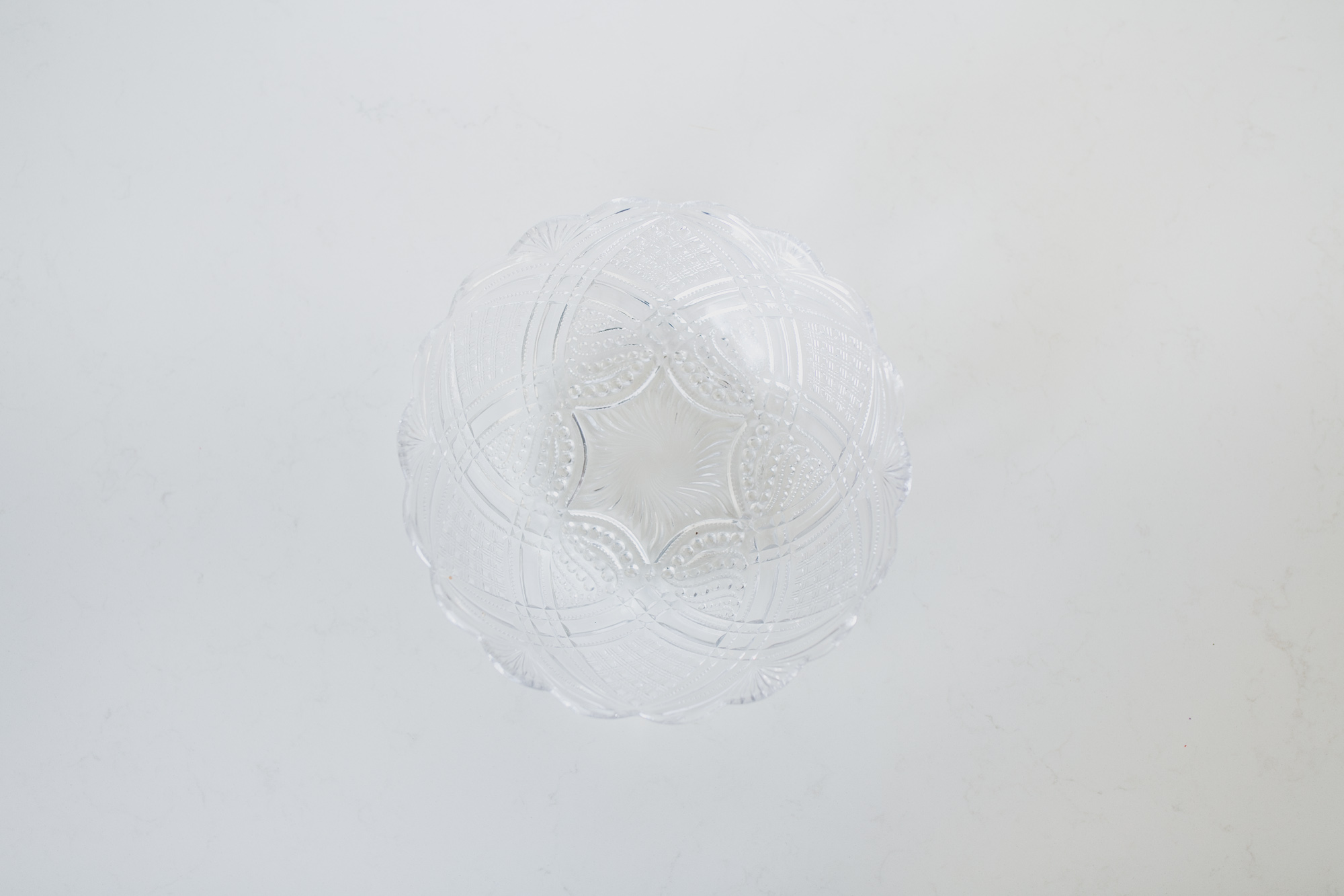CLEAR CRYSTAL SCALLOPED PLATE