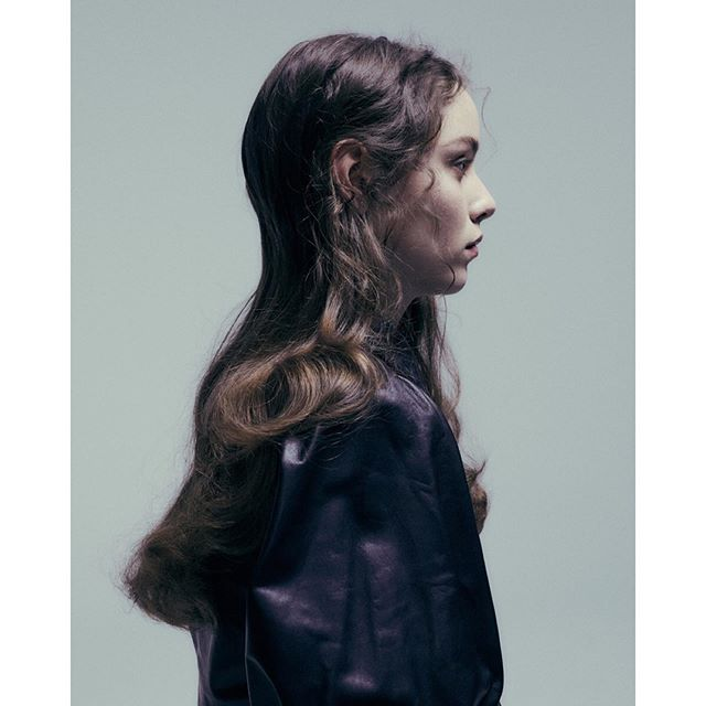 Head hugging shape and fly away curls 🖤 . . . Hair by me Makeup @emilyportermakeup fashion styling @laurencoppen model @rebeccanoordermeer . . #hairstylist #fashioneditorial #fashion #hair #fashionhair #portrait #profile