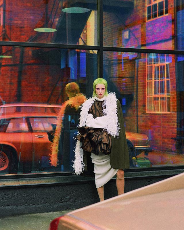 Hair by me for the September issue of @female_singapore 💚 . . . Wool cape with feathers - #loewe  Silk dress - #miumiu  Wool dress (worn underneath) - #cos . . . #septemberissue #femalesingapore #fashioneditorial #fashion #hairstylist #wig #greenhair #microfringe #sessionhair