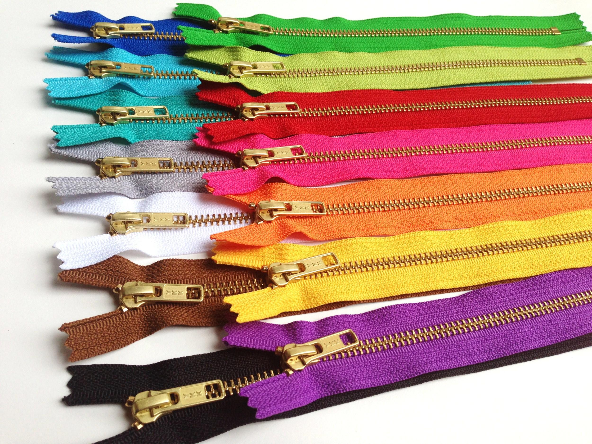 metal zippers in bulk.JPG