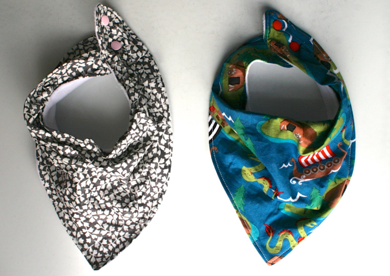 BANDANA BABY BIB TUTORIAL from Made By Toya
