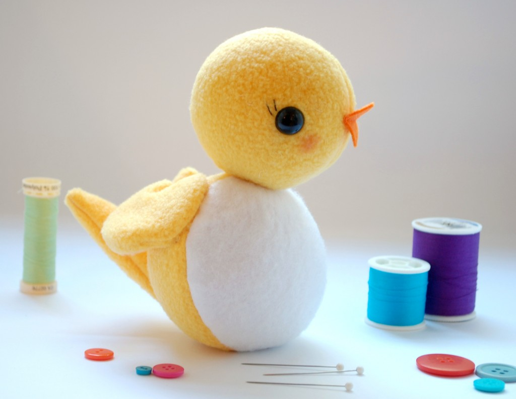 CIRCLE BIRD: A FREE SOFTIE PATTERN from While She Naps
