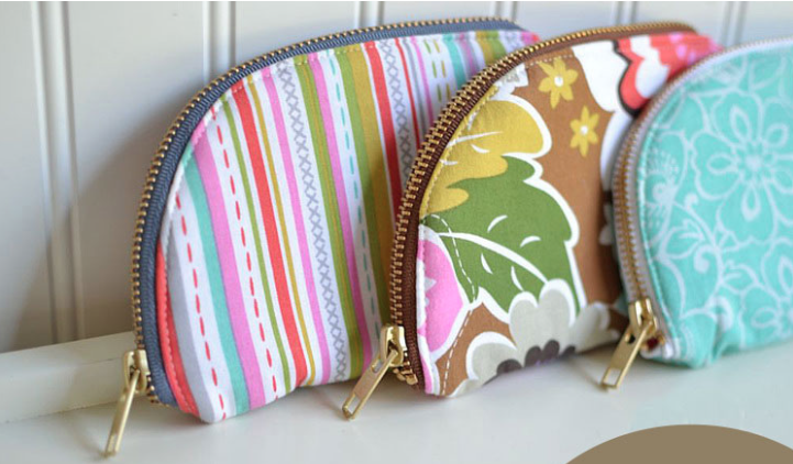 zipper pouch present to sew.jpg