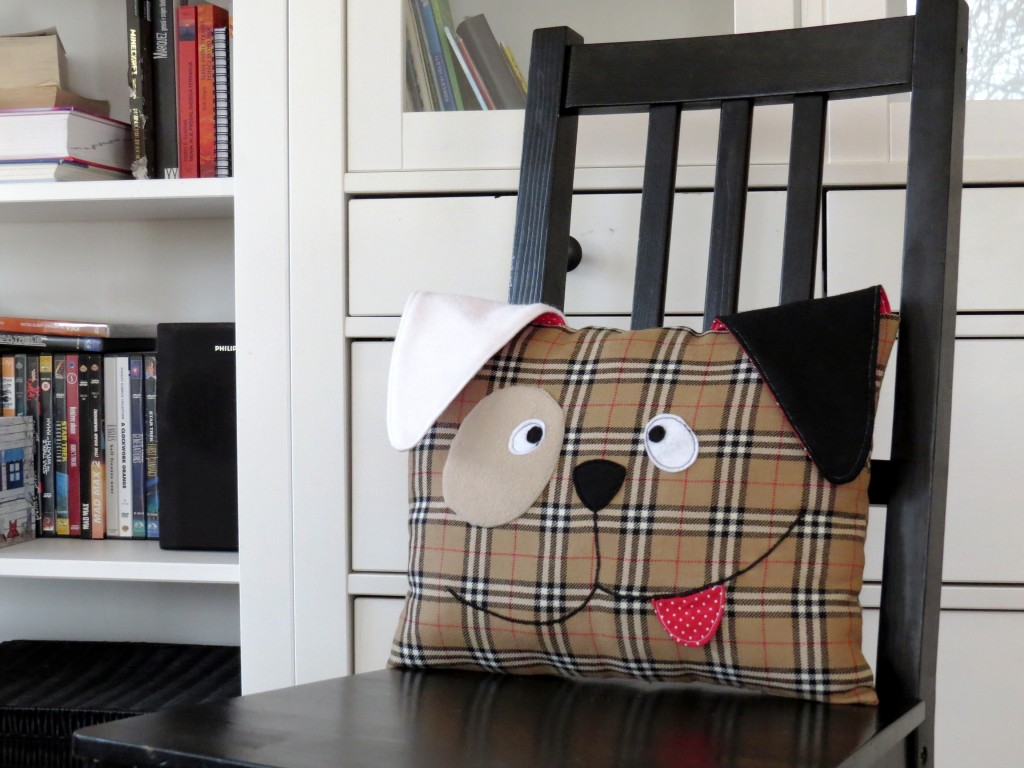 EASY AND CUTE DECORATIVE DOG PILLOW from Sew Toy