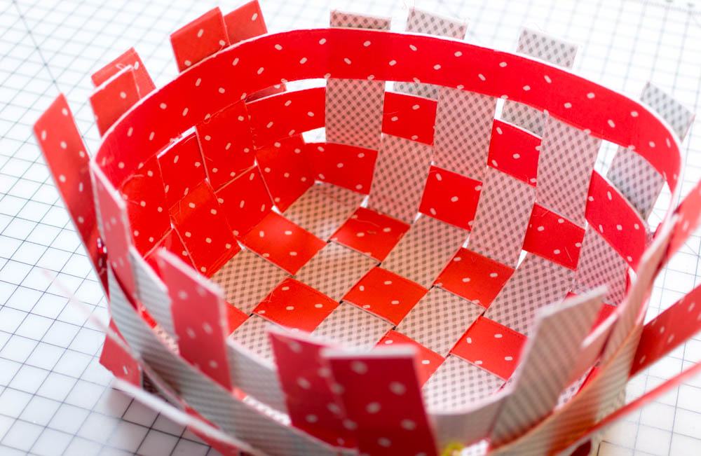 On this basket the strips are made with 2 different kinds of fabric (one on each side).