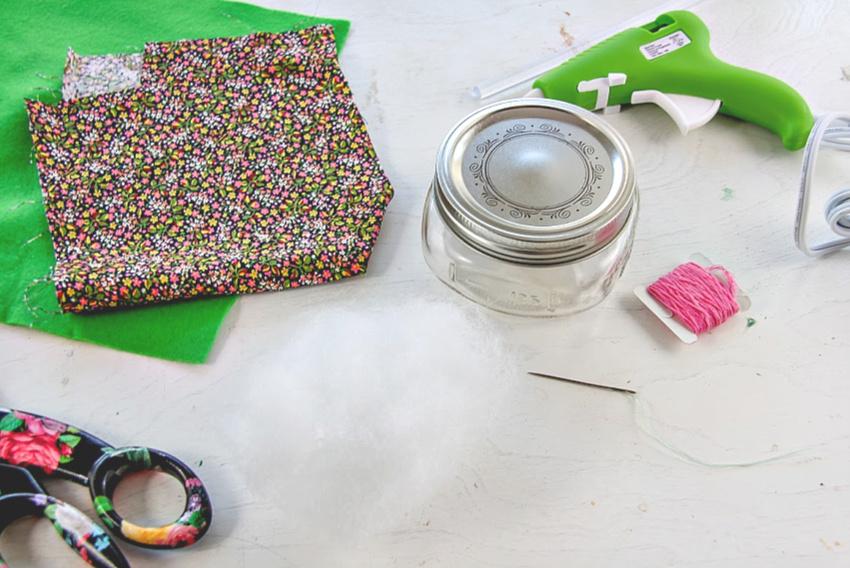 how-to-make-a-pin-cushion-jar.jpg