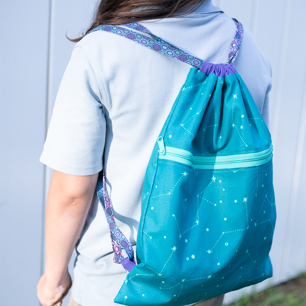 Easy Peasy Drawstring Backpack With A Zipper Pocket Free Tutorial Sewcanshe Free Sewing Patterns And Tutorials