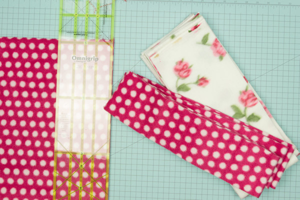 Scrappy-Fleece-Blanket-tutorial-on-We-All-Sew-Blog-1200-px-by-800-px-3-300x200@2x.jpg