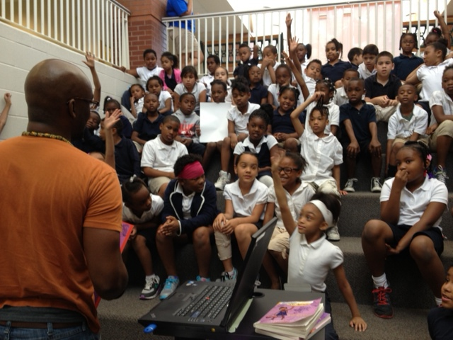 Derrick Barnes reading to Holliday students