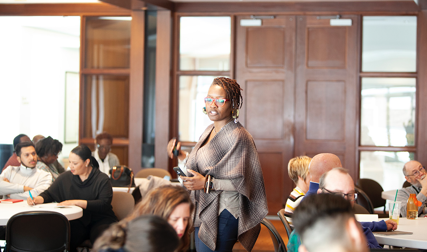 """A new Federal Reserve Bank of Kansas City report on the digital divide, """"Disconnected,"""" offers seven lessons for communities. In this photo, Stephenie Smith of Sophic Solutions facilitates a discussion at a recent Digital Inclusion KC meeting at the Kansas City Public Library."""