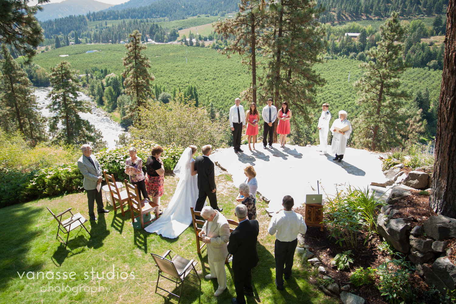 Leavenworth-Wedding-Photographers_AndreaMike_033.jpg