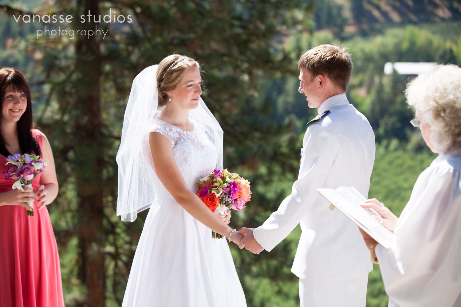 Leavenworth-Wedding-Photographers_AndreaMike_036.jpg