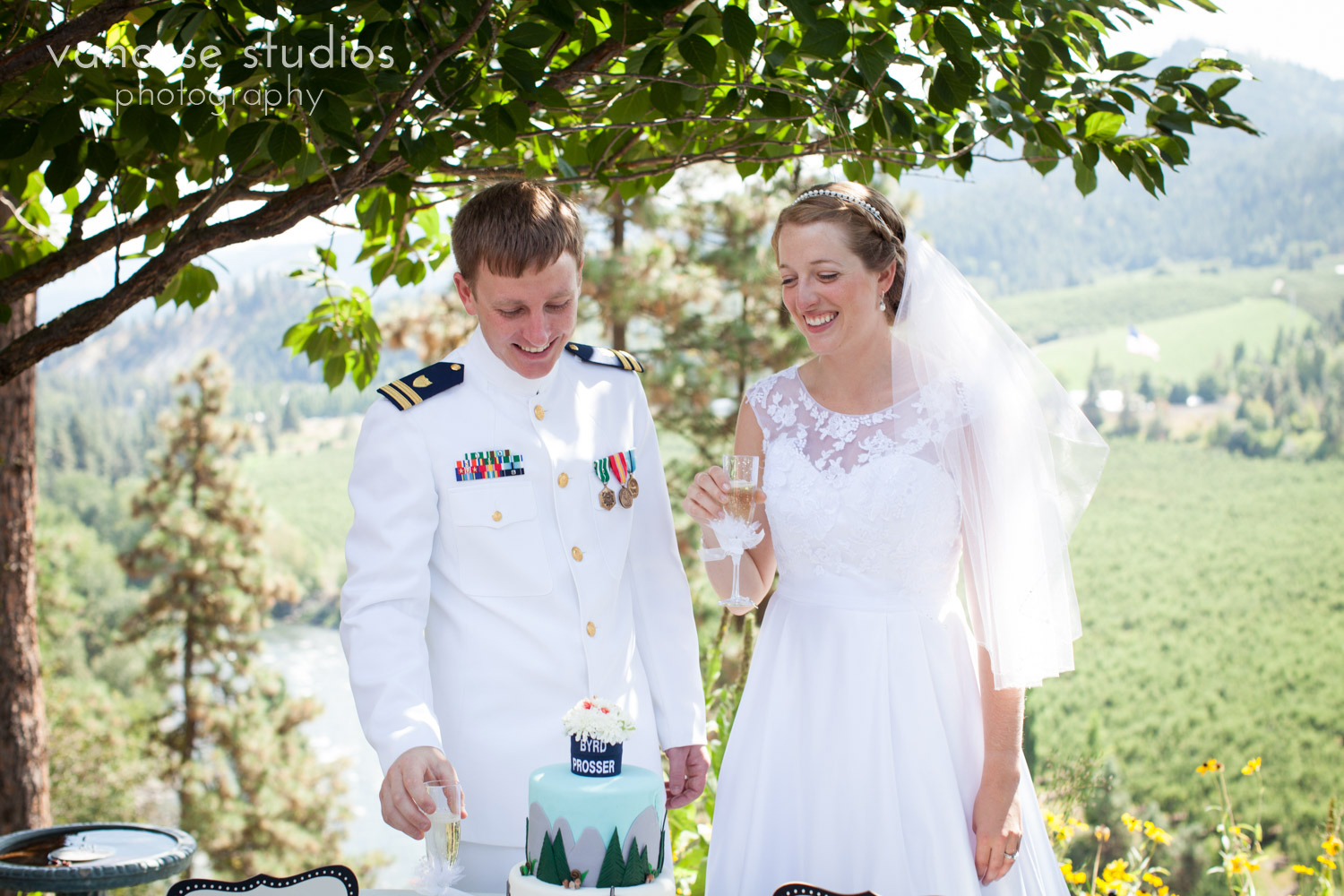 Leavenworth-Wedding-Photographers_AndreaMike_052.jpg