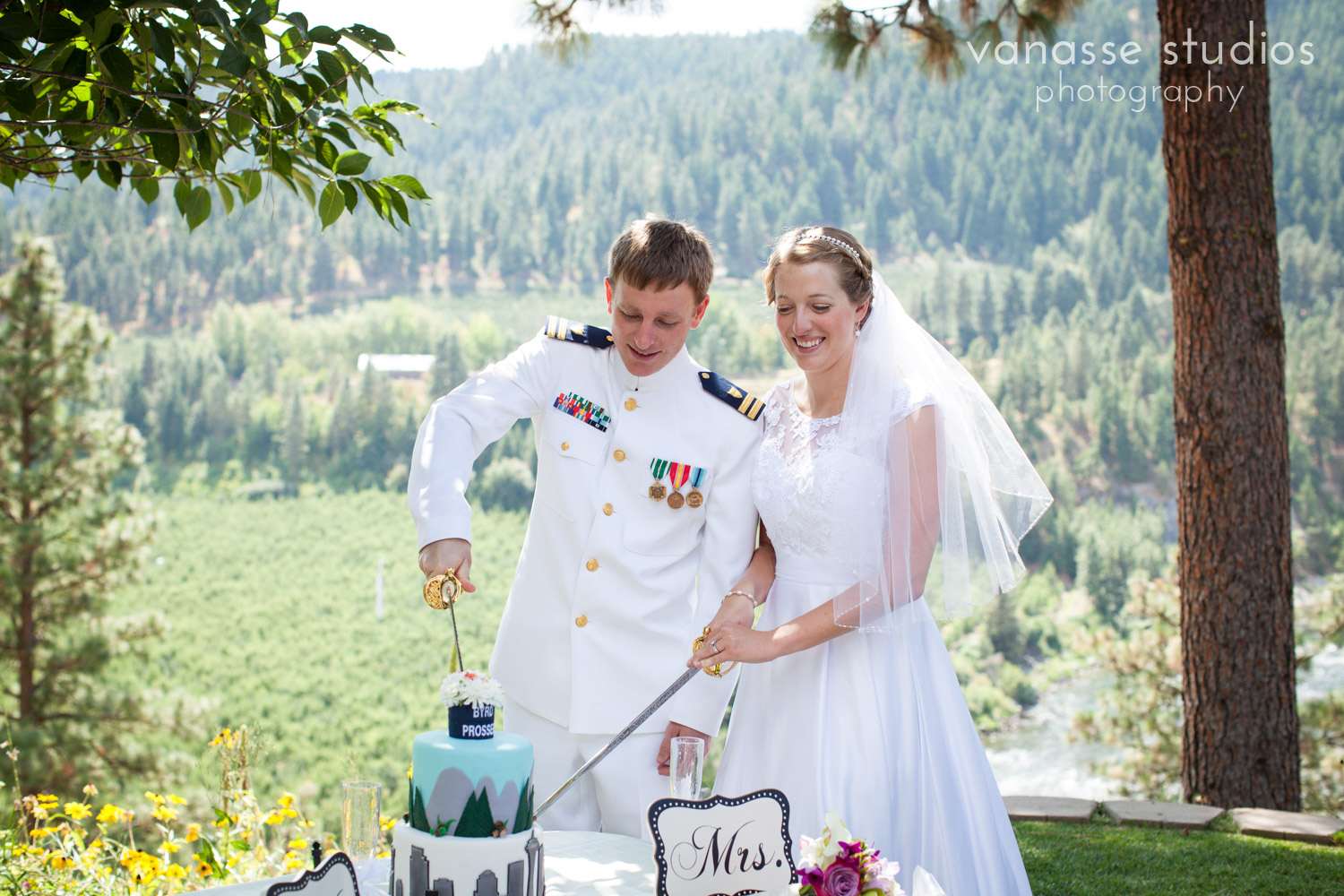 Leavenworth-Wedding-Photographers_AndreaMike_055.jpg