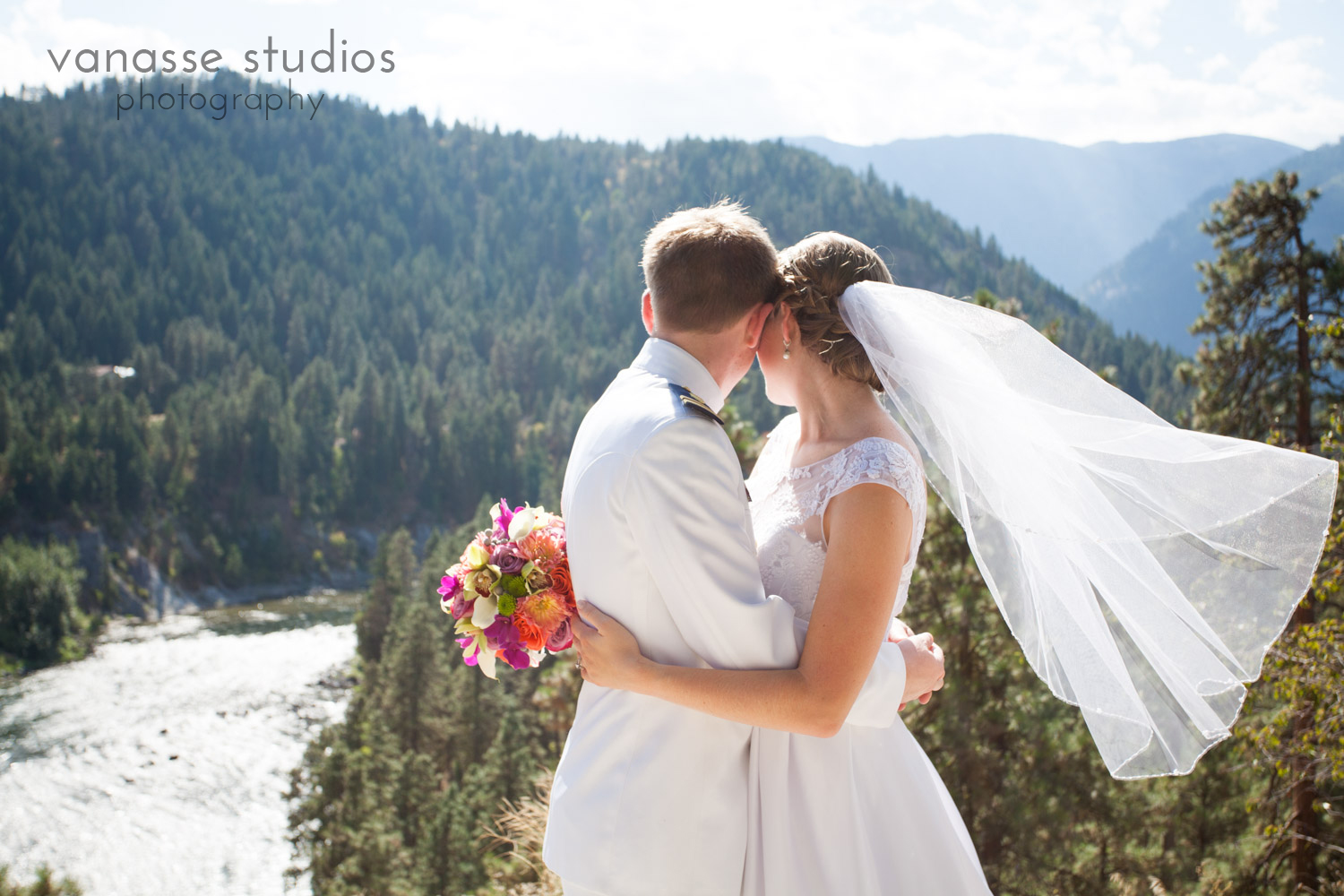 Leavenworth-Wedding-Photographers_AndreaMike_079.jpg