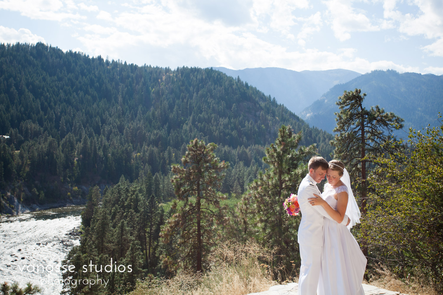 Leavenworth-Wedding-Photographers_AndreaMike_081.jpg
